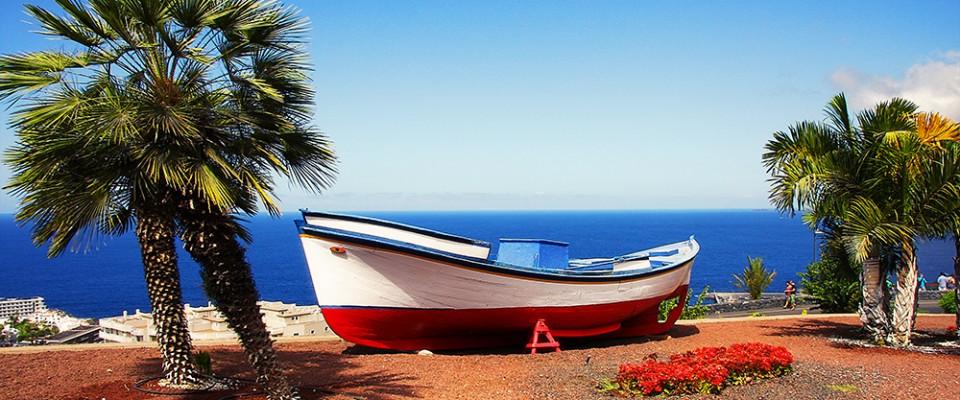 Рыбацкая лодка традиционного окраса